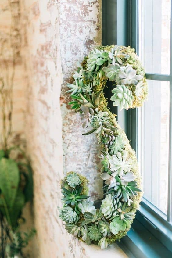 15 Spectacular Succulent Wreaths and Monograms That Will Transform Your Porch (12)