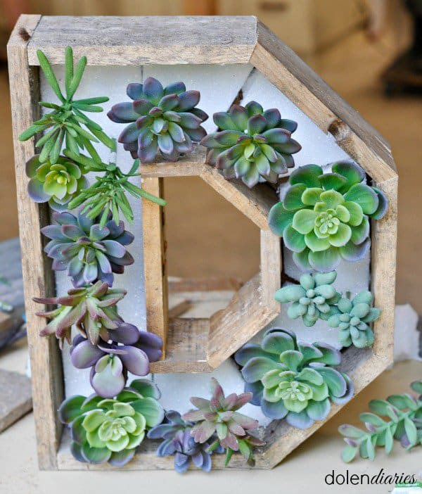 15 Spectacular Succulent Wreaths and Monograms That Will Transform Your Porch (13)
