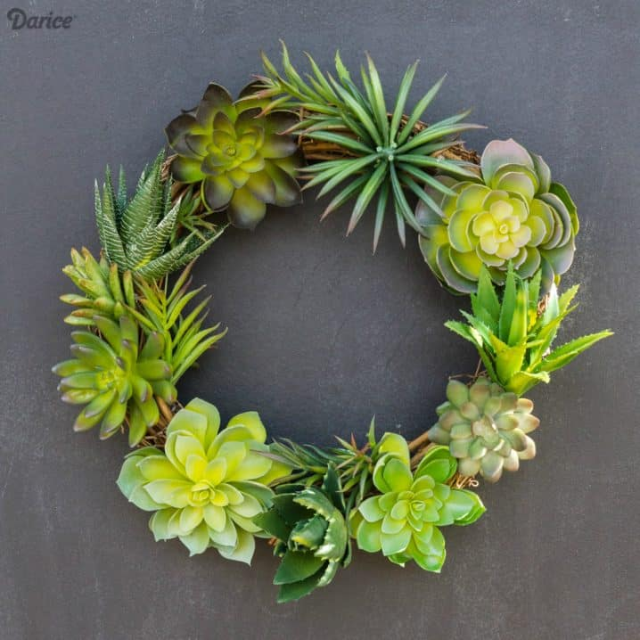 15 Spectacular Succulent Wreaths and Monograms That Will Transform Your Porch (5)