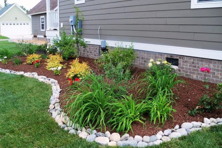 GARDEN EDGE REALIZED OUT OF RIVER ROCKS