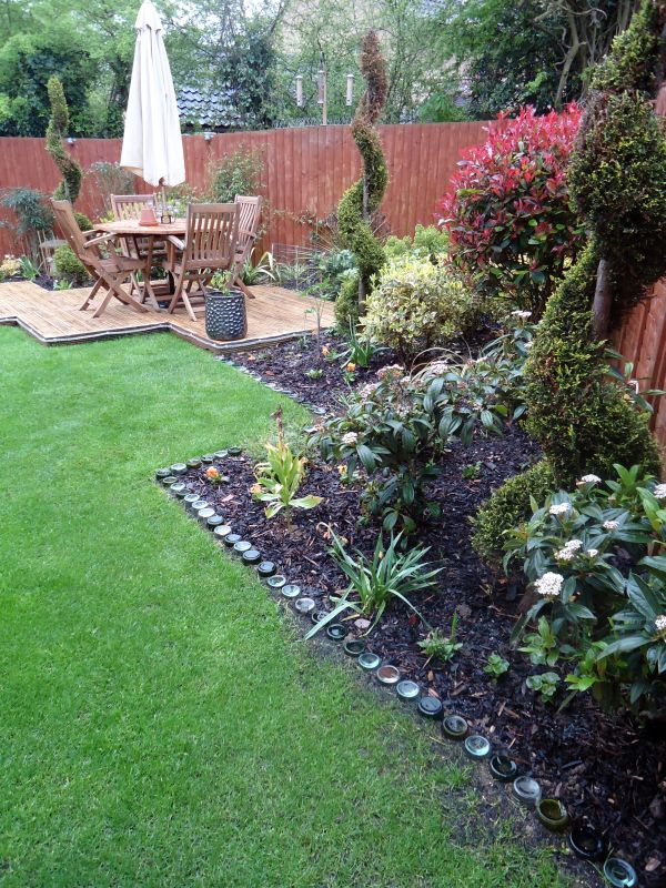 17 Simple and Cheap Garden Edging Ideas For Your Garden ... on Backyard Border Ideas id=70533