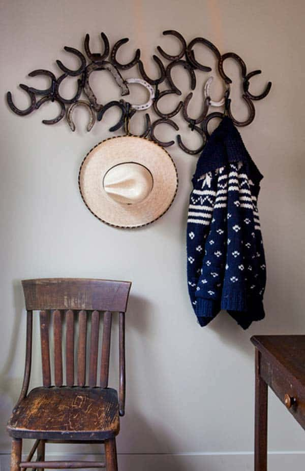 31 Epic Horseshoe Crafts to Consider In a Vibrant Rustic Decor (12)