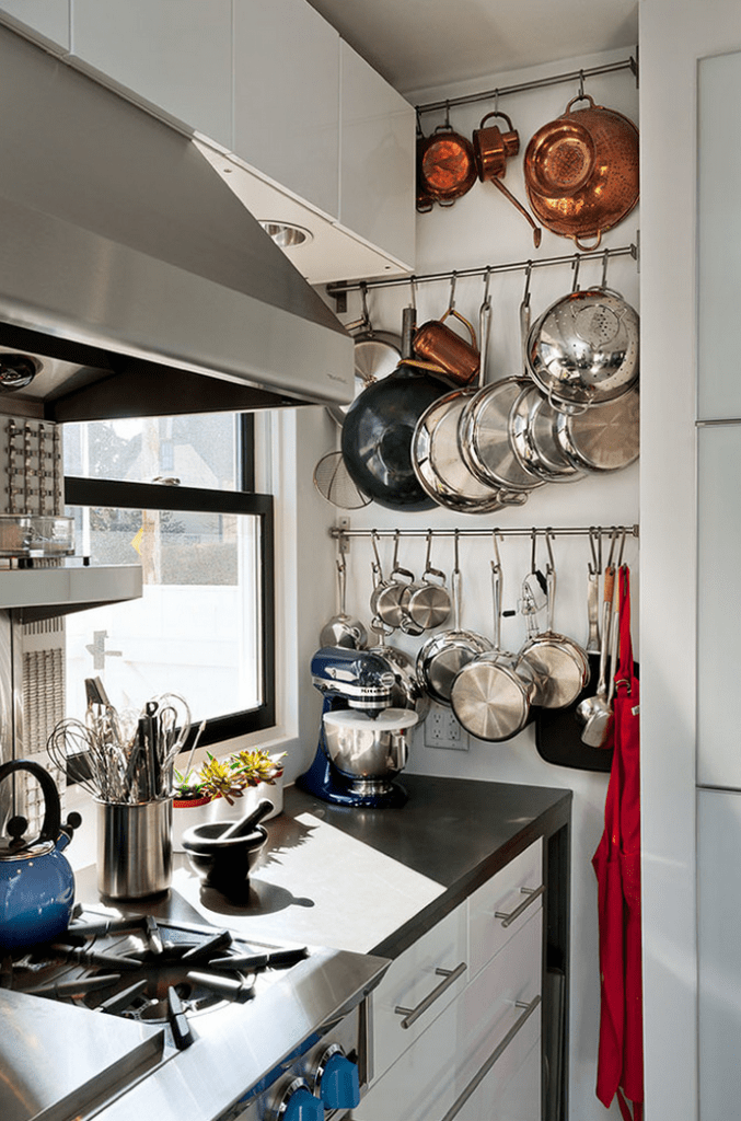 Emphasize Small Spaces With Kitchen Wall Storage Ideas-homesthetics (1)