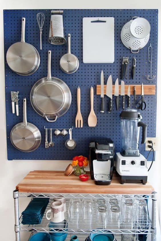 Emphasize Small Spaces With Kitchen Wall Storage Ideas-homesthetics (13)