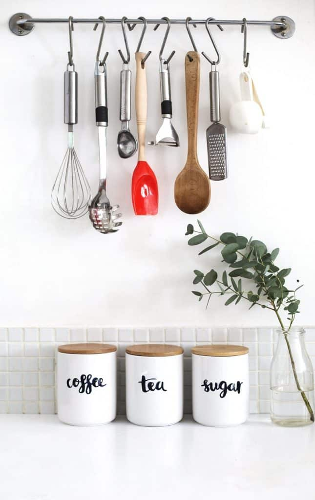 Emphasize Small Spaces With Kitchen Wall Storage Ideas-homesthetics (8)