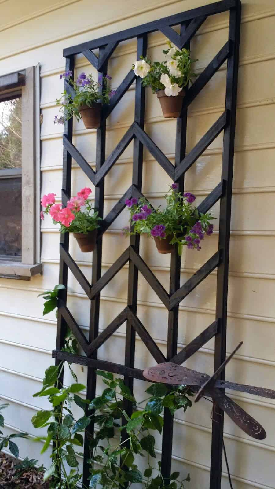 hang-flower-pots-on-a-painted-chevron-diy-lattice-Easter-Avenue-Co-on-@Remodelaholic