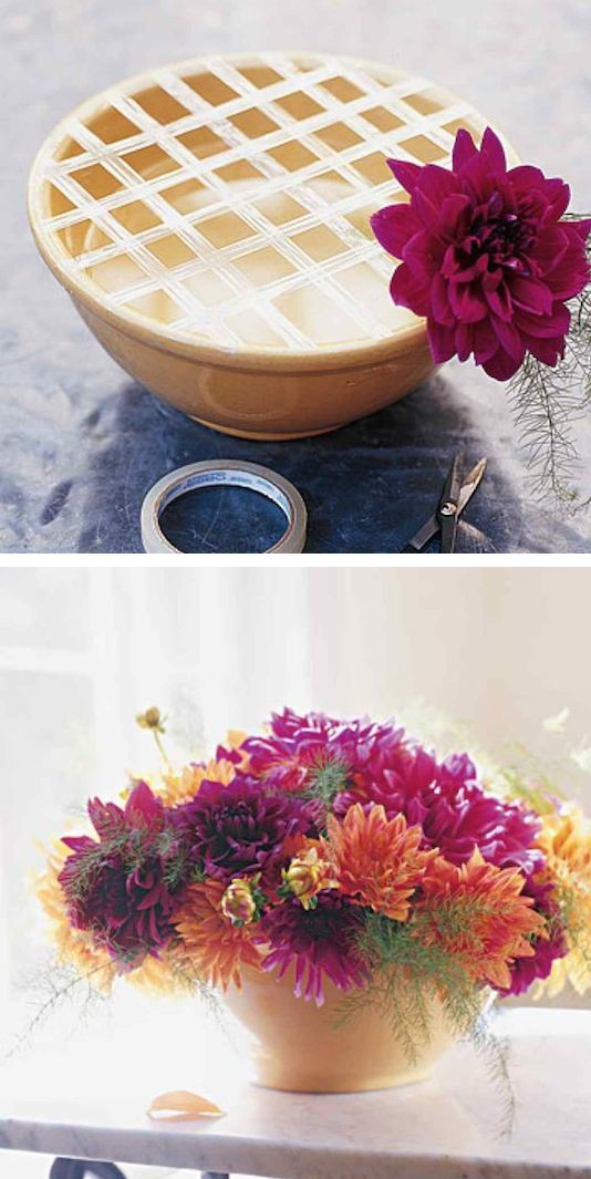 1.-Use-a-grid-of-tape-to-keep-your-flowers-in-place.-13-Clever-Flower-Arrangement-Tips-Tricks
