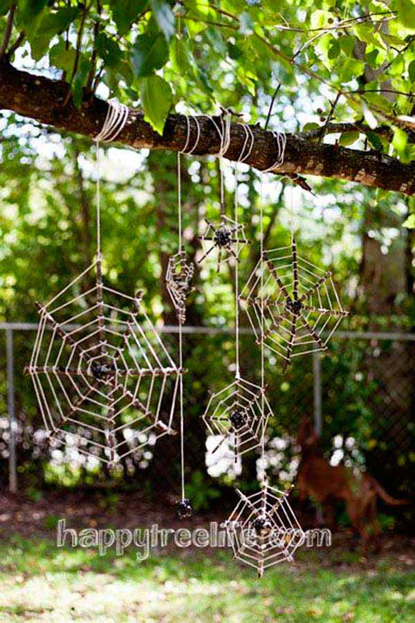 99 Enchanting and Spooky Ways to Decorate Trees for Halloween (1)