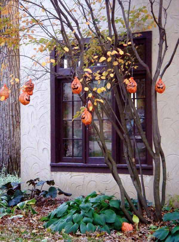 99 Enchanting and Spooky Ways to Decorate Trees for Halloween (12)