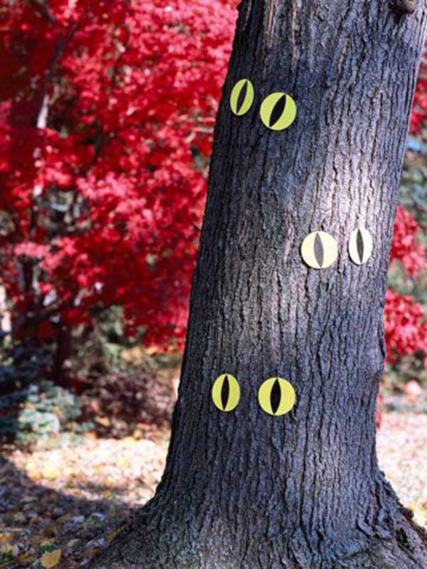 99 Enchanting and Spooky Ways to Decorate Trees for Halloween (13)
