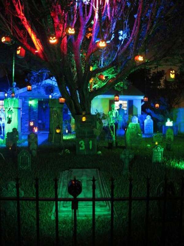 99 Enchanting and Spooky Ways to Decorate Trees for Halloween (15)