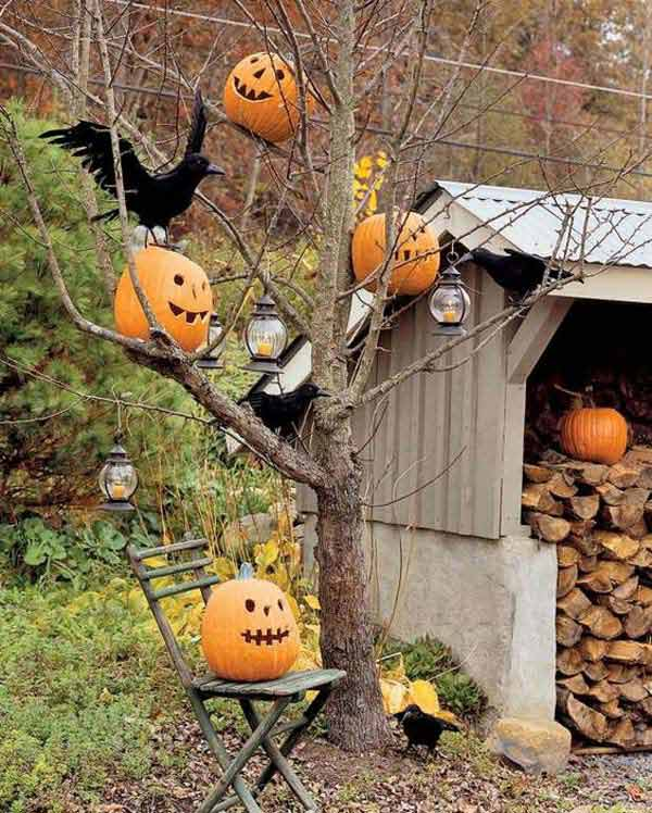 99 Enchanting and Spooky Ways to Decorate Trees for Halloween (20)