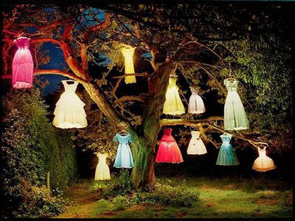 99 Enchanting and Spooky Ways to Decorate Trees for Halloween (21)