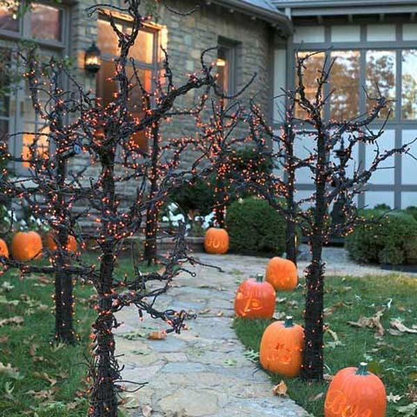 99 Enchanting and Spooky Ways to Decorate Trees for Halloween (6)