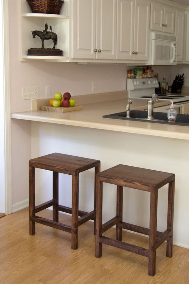 make-half-lap-bar-stools-from-2x4s