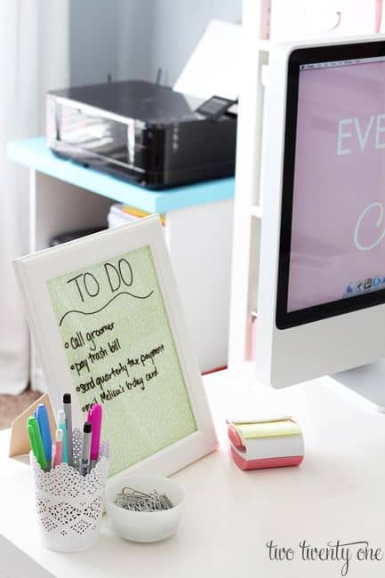 15 Ways to Transform a Cubicle Into a Positive Workspace (16)