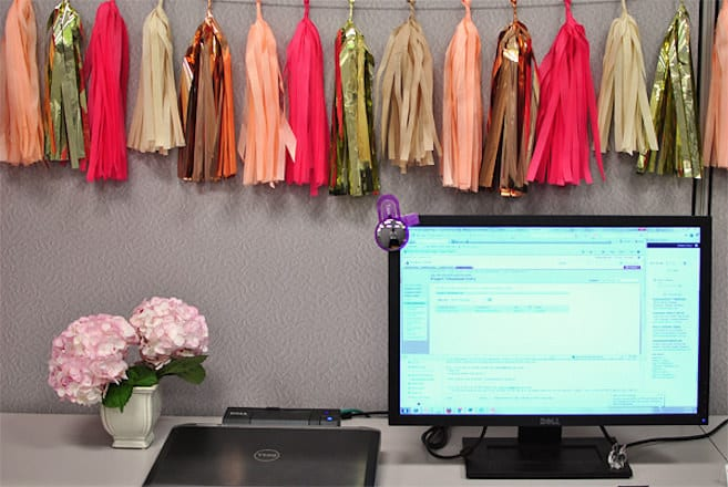 30 Extraordinarily Beautiful Cubicle Decor Ideas to Embrace (22)