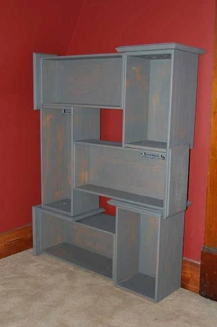 Sculpt a bookshelves with drawers