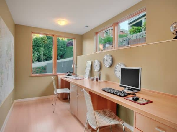 Home-office-for-a-couple-that-works-across-time-zones