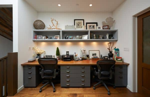 Turn-the-staircase-landing-into-an-efficinet-home-workspace