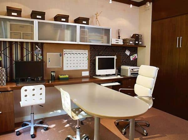 Workstations-design-combined-with-a-shared-planning-board