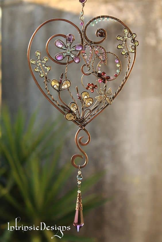 6. CRAFT A BEAUTIFUL WIRE HEART FOR YOUR GARDEN