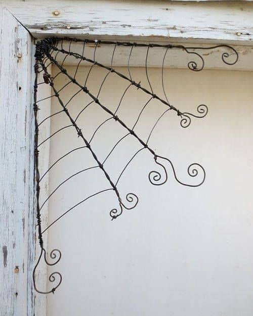 31. SPIDER ART MATERIALIZED WITH WIRE