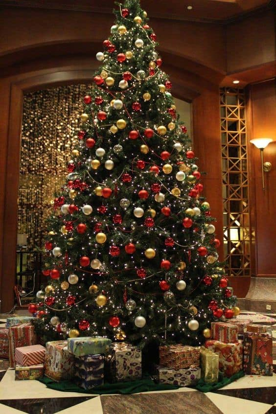 7cff81bbda107f0dd9bf08e53a271b95 - Gold Christmas Tree Decorating Ideas