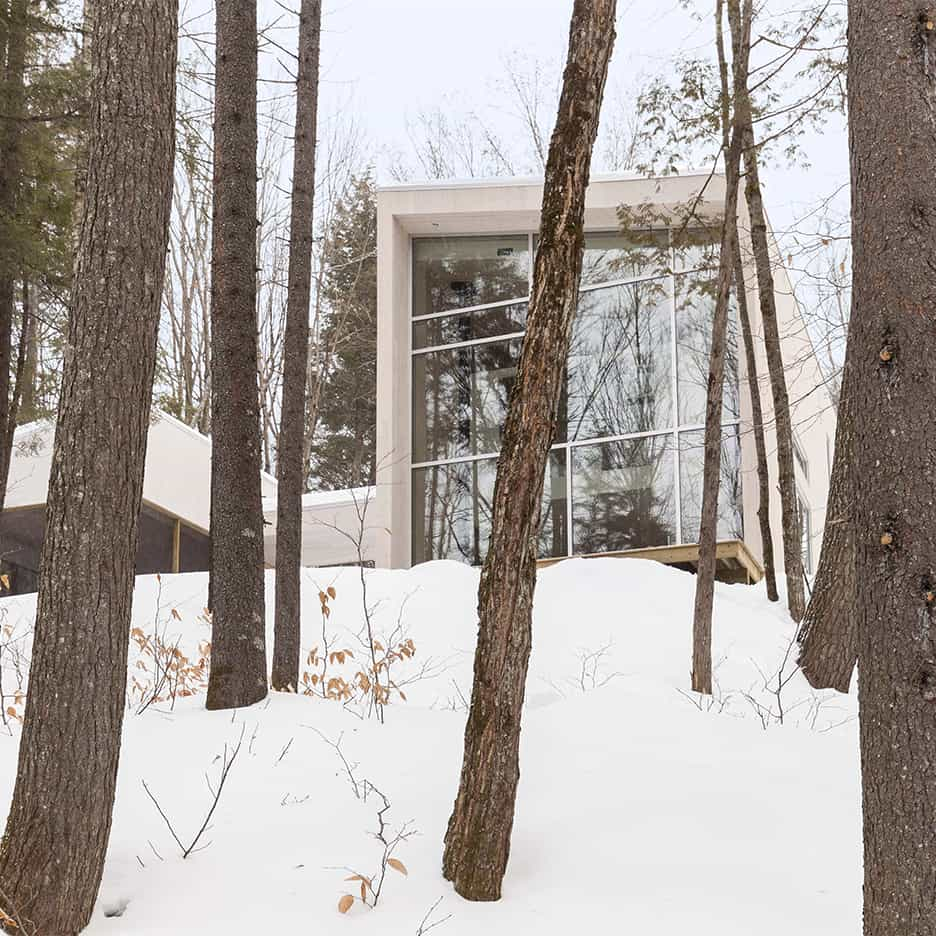 Compact Retreat Flooded by Light in Quebec by Pierre Thibault 1
