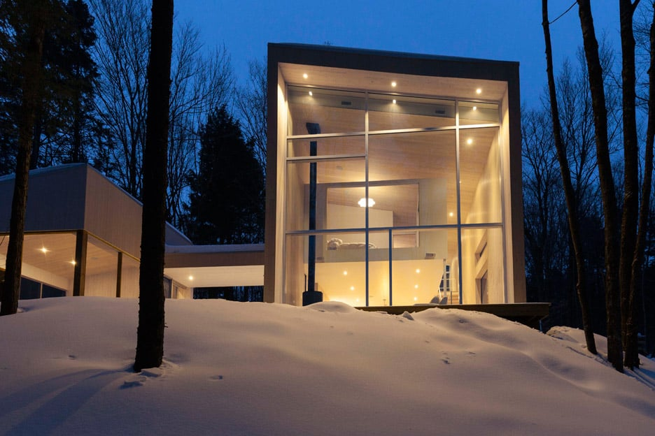 Compact Retreat Flooded by Light in Quebec by Pierre Thibault (10)