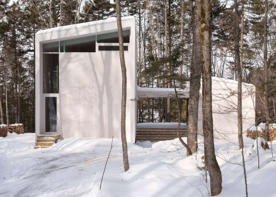 Compact Retreat Flooded by Light in Quebec by Pierre Thibault (2)