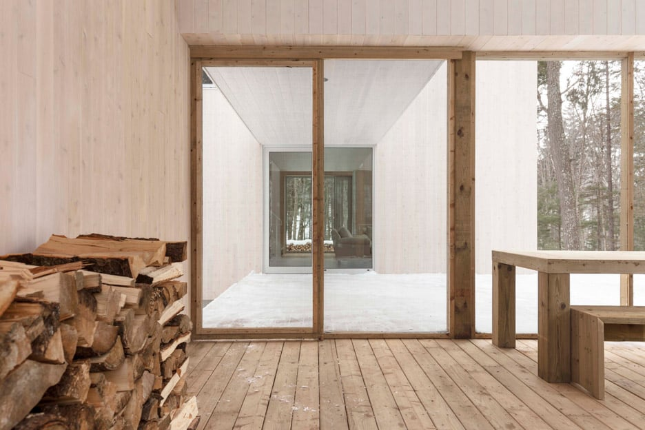 Compact Retreat Flooded by Light in Quebec by Pierre Thibault (4)