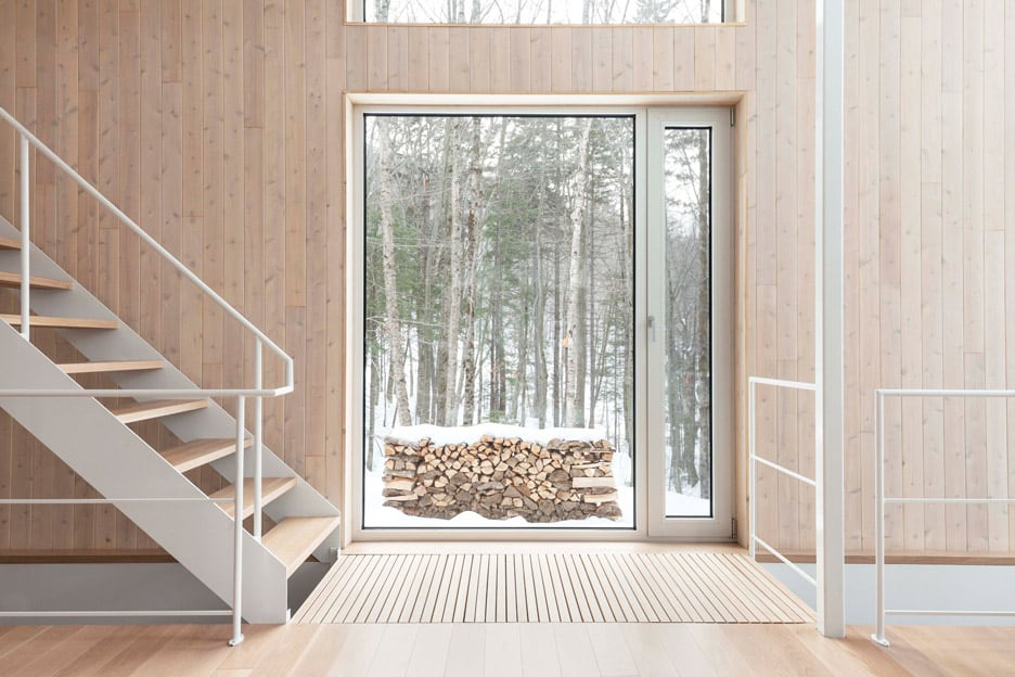 Compact Retreat Flooded by Light in Quebec by Pierre Thibault (7)