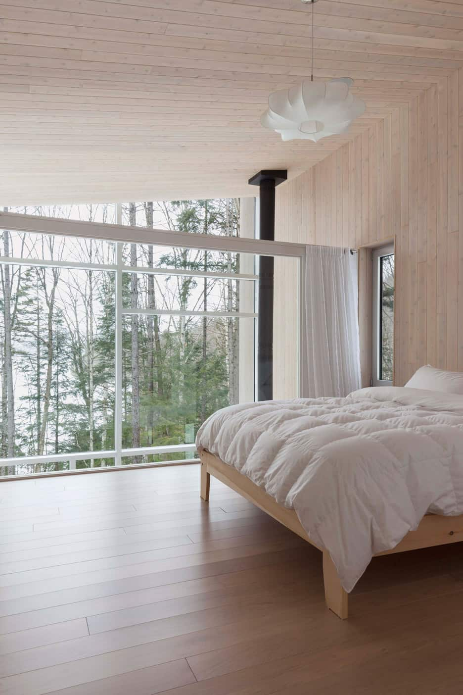 Compact Retreat Flooded by Light in Quebec by Pierre Thibault (8)