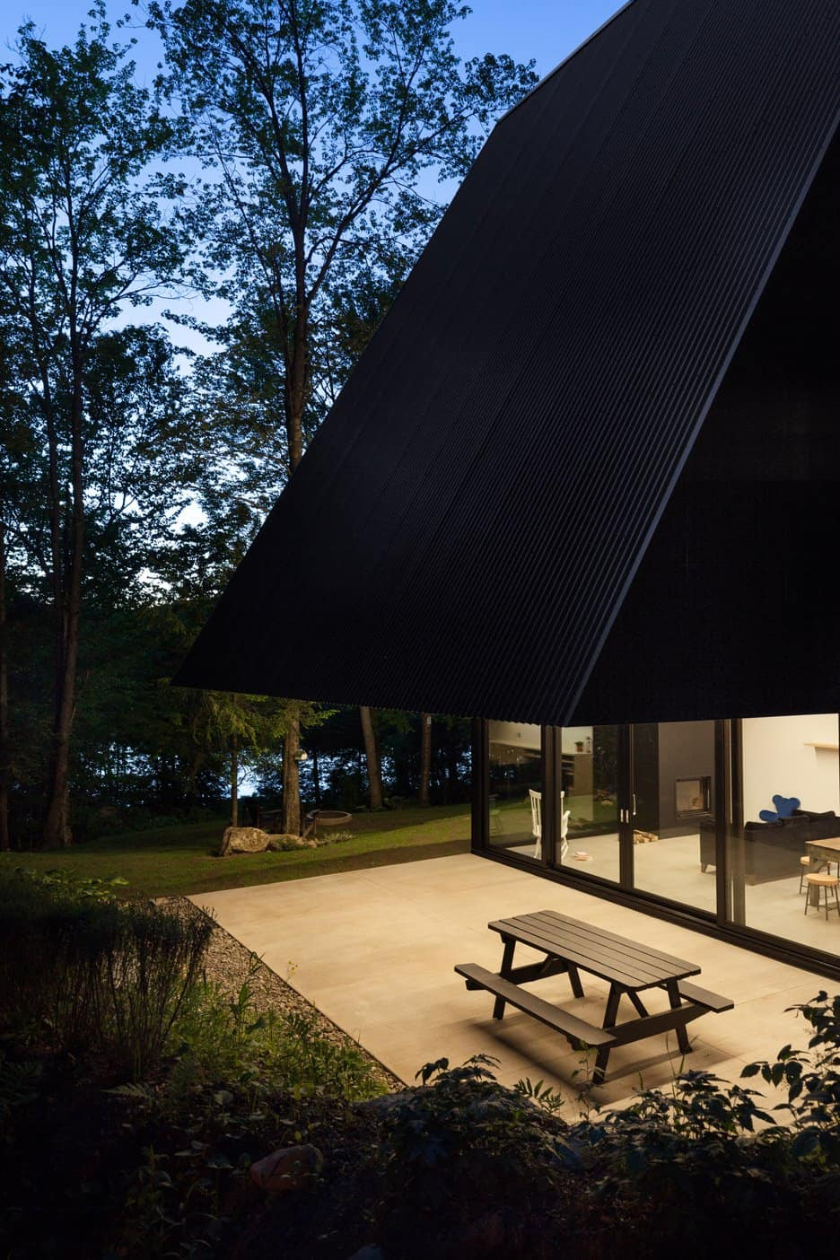 Impeccable Black Cottage in Quebec Forest by Jean Verville (15)