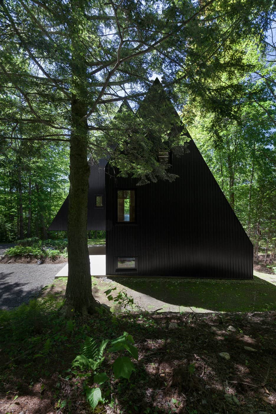 Impeccable Black Cottage in Quebec Forest by Jean Verville (2)