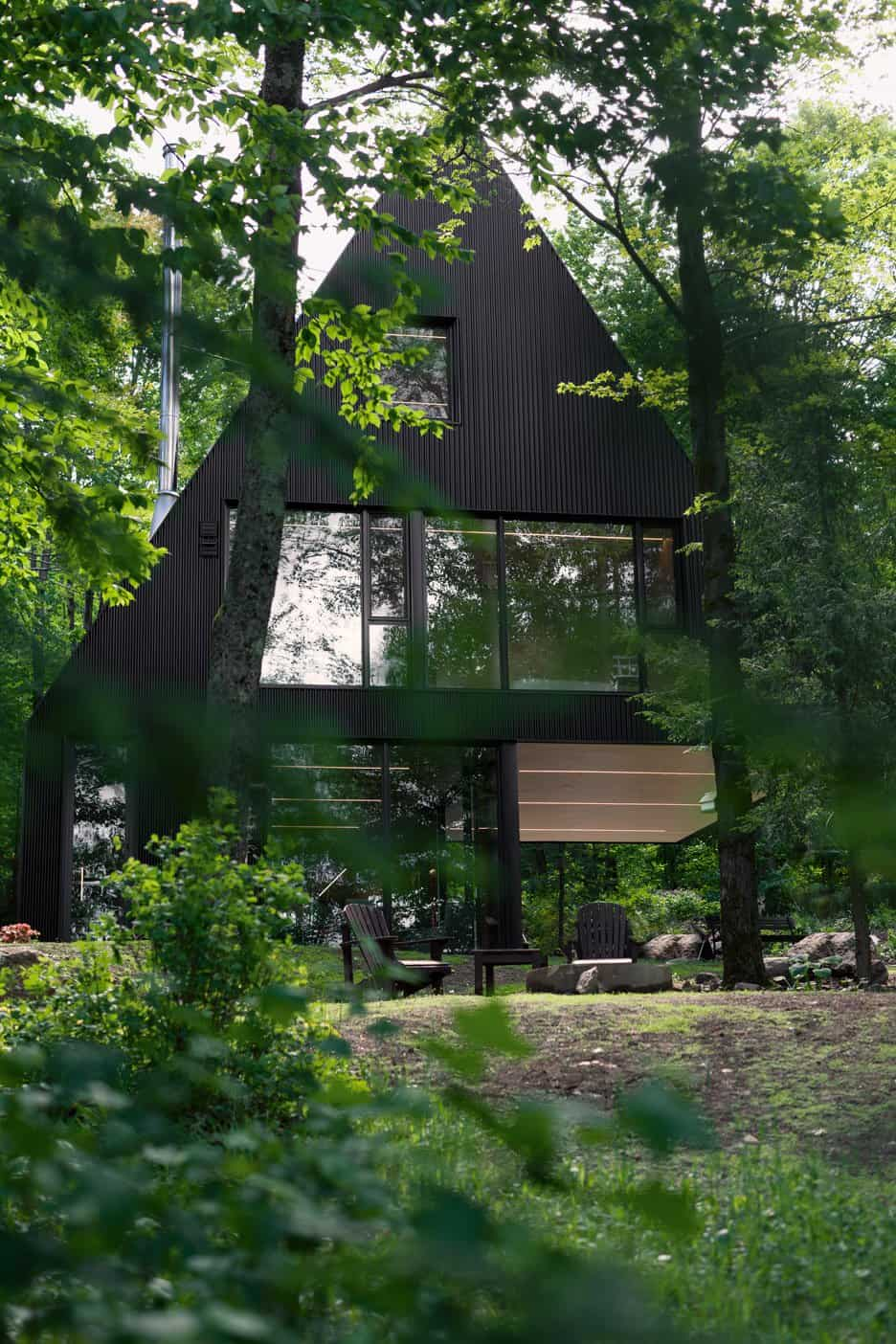 Impeccable Black Cottage in Quebec Forest by Jean Verville (3)