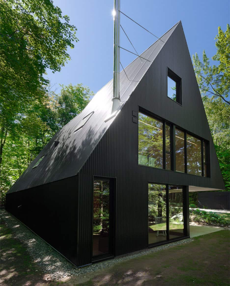 Impeccable Black Cottage in Quebec Forest by Jean Verville (4)