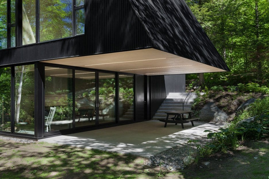 Impeccable Black Cottage in Quebec Forest by Jean Verville (5)