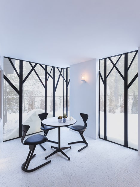 UUfie Designs Surreal Lake Cottage With Mirrored Entrance (11)