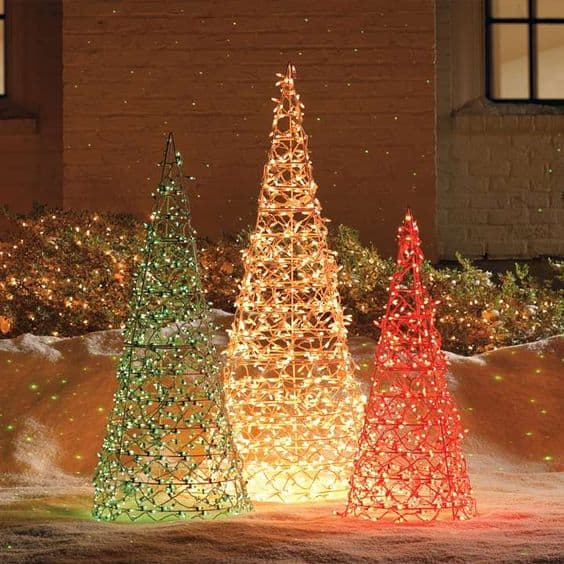 Red And Gold Christmas Trees: 17 Stunning Red And Gold Christmas Trees To Welcome Winter