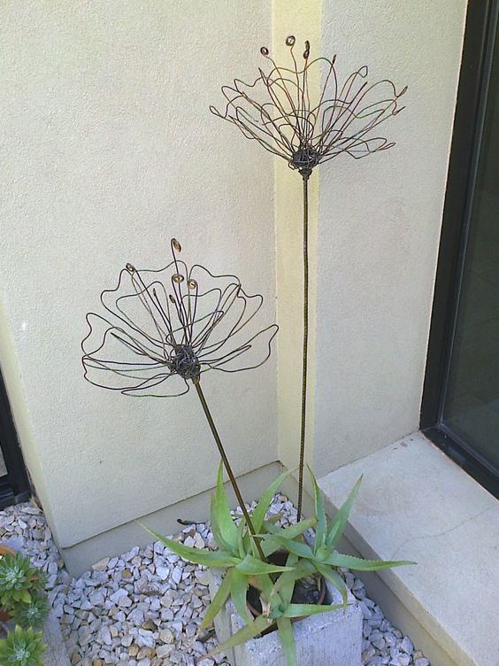 5. WELCOME YOUR GUESTS WITH ADORABLE WIRE FLOWERS