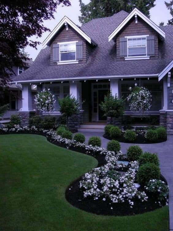 17 Small Front Yard Landscaping Ideas To Define Your Curb ... on Tiny Front Yard Ideas id=92499