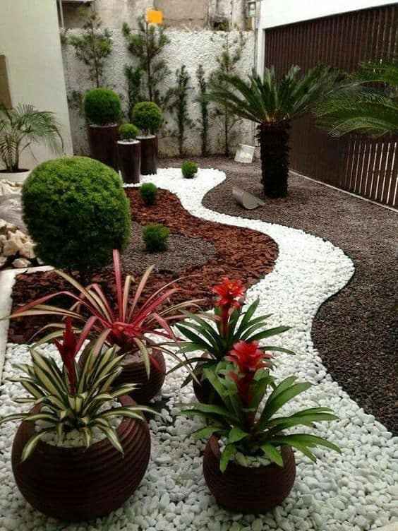 Creating Art In Small Front Yard Landscaping