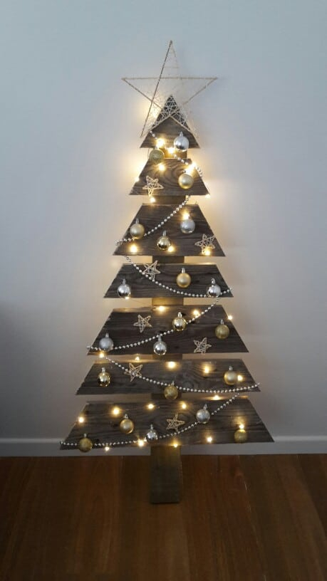7. MINIMAL AND ELEGANT CHRISTMAS TREE DESIGN