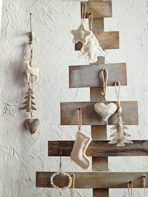 Think Outside The Box With Unusual Christmas Tree Designs-homesthetics.net (12)