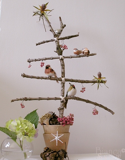 Think Outside The Box With Unusual Christmas Tree Designs-homesthetics.net (16)