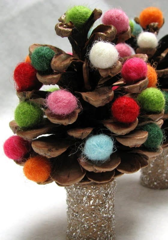 Think Outside The Box With Unusual Christmas Tree Designs-homesthetics.net (2)