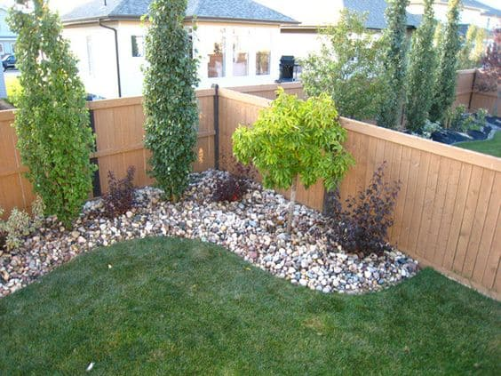 17 small front yard landscaping ideas to define your curb for Small bushes for landscaping