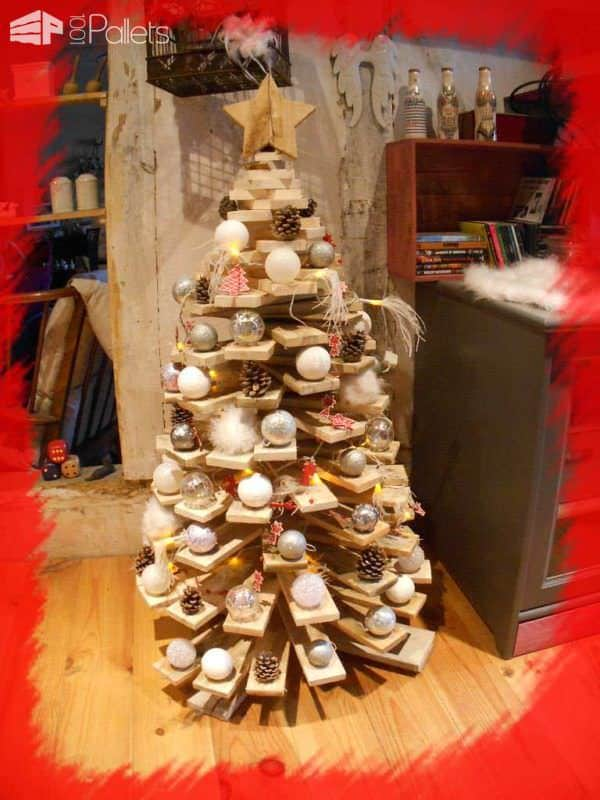 pallet wood used to form a complex tree - Pallet Christmas Decoration Ideas